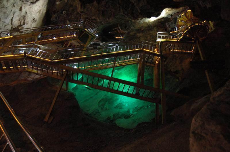 Destination: Hwaam Cave (Jeongseong, Gangwon-do, South Korea) - South Korea -