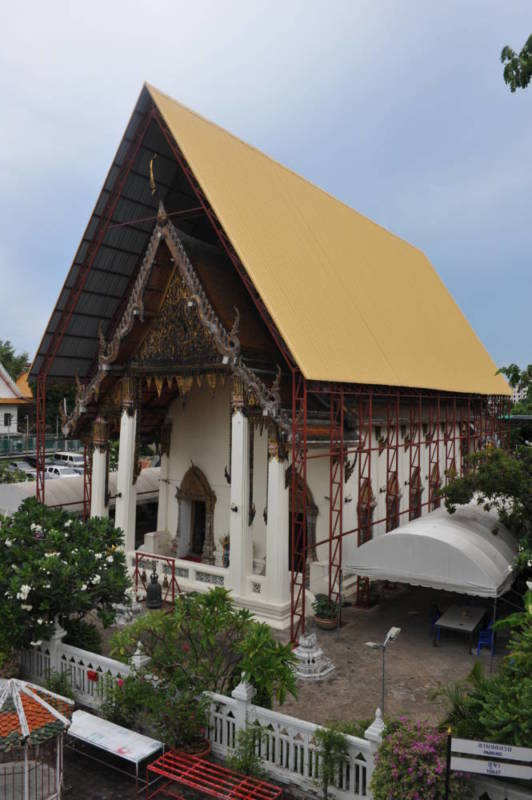 Destination: The temple shaped like a boat and Bangkok's best-known ghost tower - Wat Yannawa and the Sathorn Unique (Bangkok, Thailand) - Thailand -