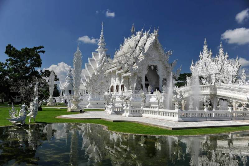 Destination: the White Temple — a shiny, artistic take on Buddhist beliefs - Thailand -