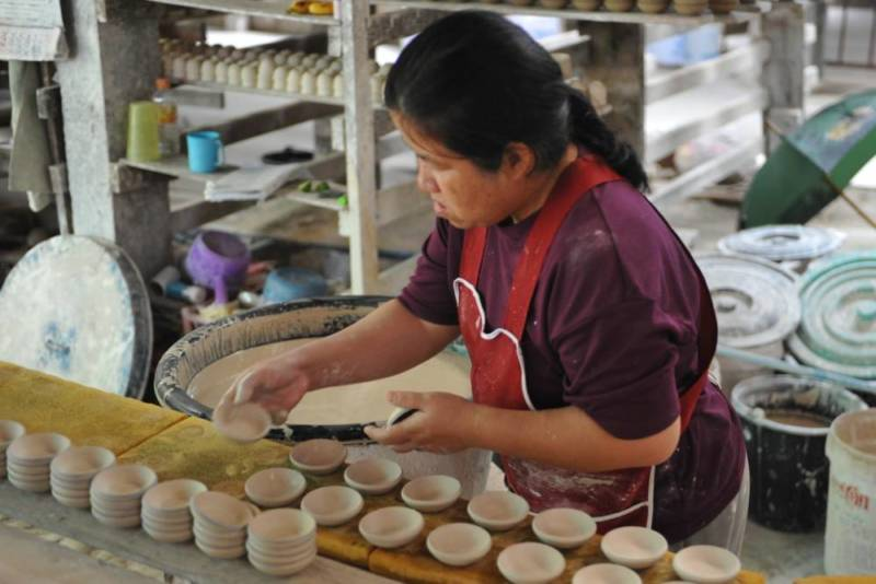 Destination: Dhanabadee Ceramic Museum — where the… chicken bowls are made? (Northern Thailand) - Thailand -