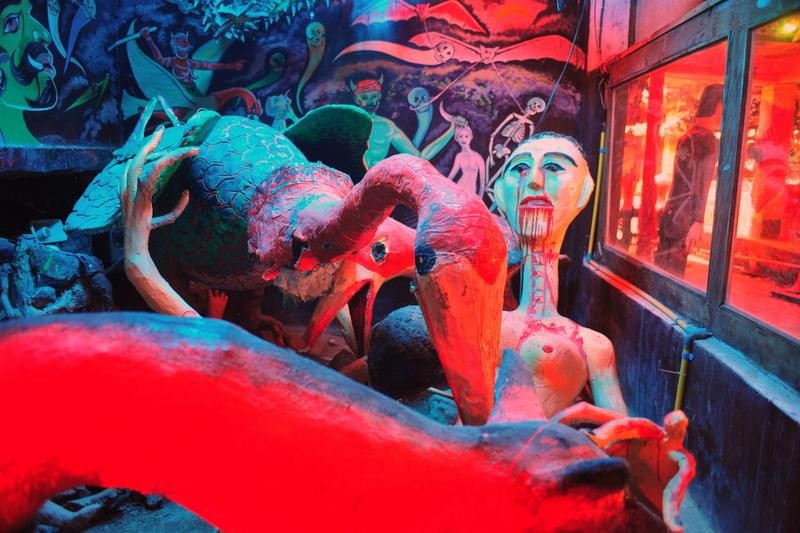 Destination: Wat Puet Udom — a freaky, colorful hell temple (NSFW) (central Thailand)