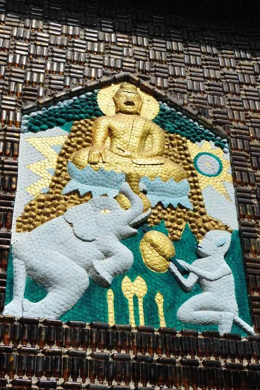 Destination: Wat Lan Kuad - the temple made from a million glass bottles (Sisaket, Thailand) - Thailand -